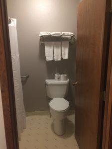 Cardinal Inn Room Bathroom