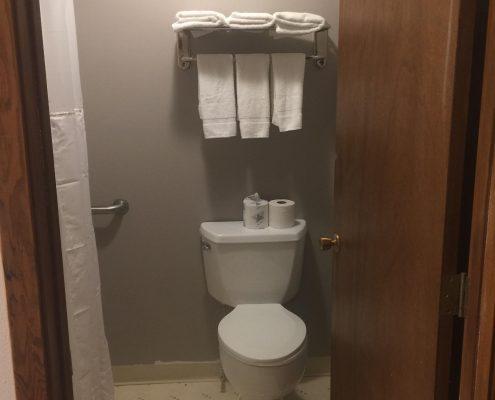 Cardinal Inn Room Bathroom